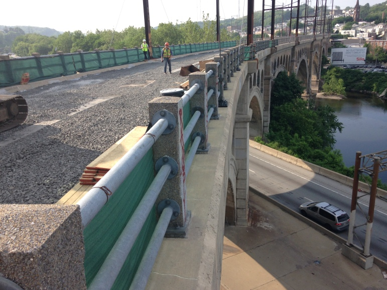 Concrete arch superstructure, I-76 (Schuylkill Expressway) and Schuylkill River (looking towards Manayunk).